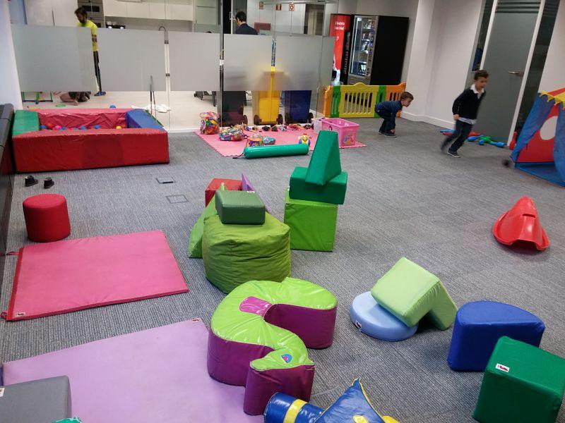 Fiesta de los niños en las oficinas de Paradigma