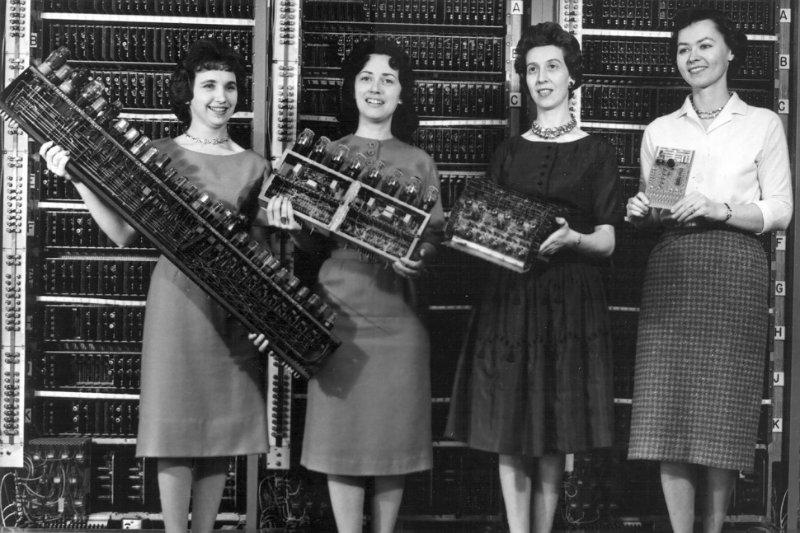 Cuatro de las seis mujeres que formaron parte de la ENIAC