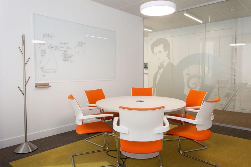 Una de las salas de reuniones de Paradigma