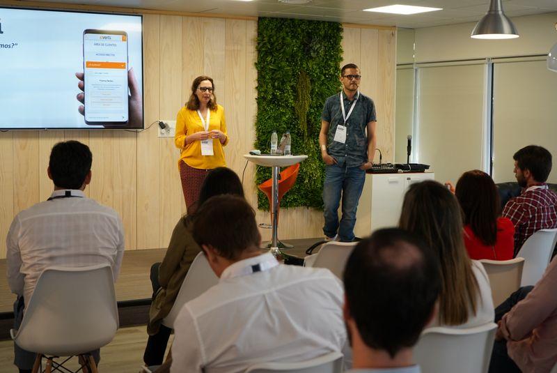 María Navarro, Dirección de clientes; y Vicente Vidal, Desarrollo de Negocio (Verti)